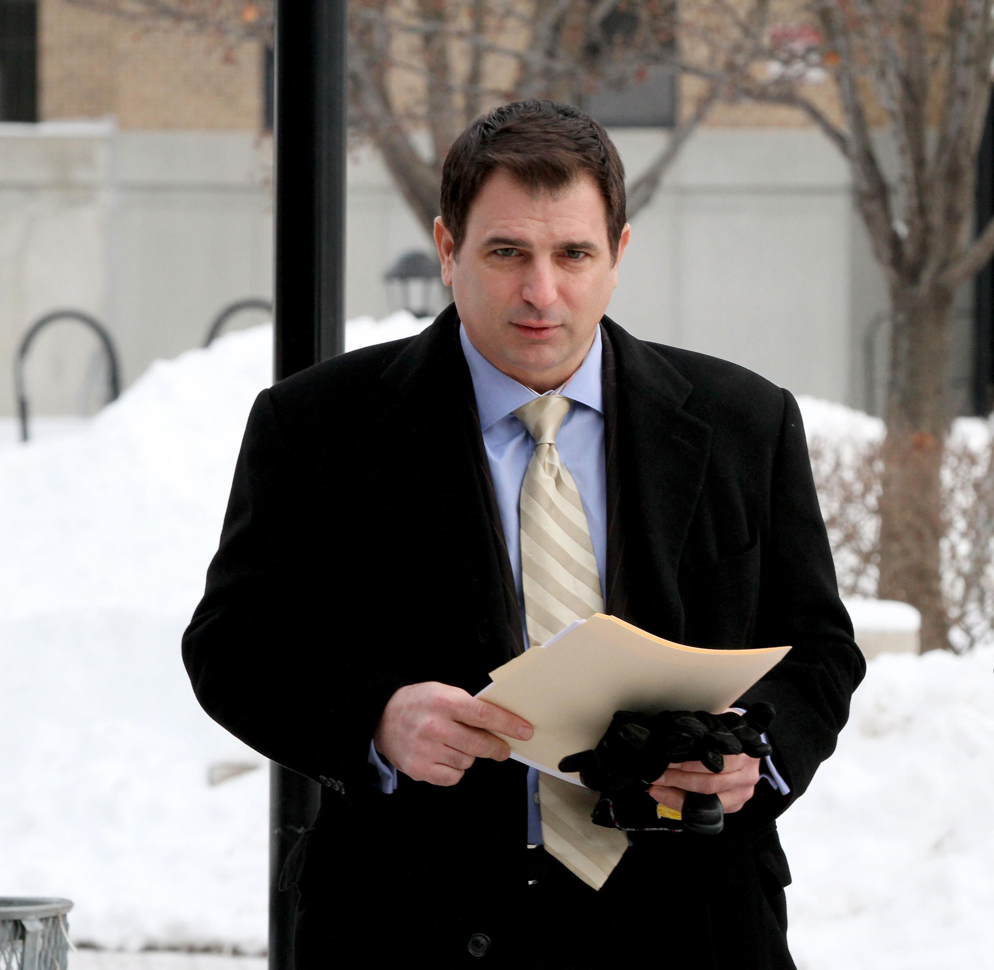 WBBM-TV reporter Dave Savini enters the DuPage County courthouse.