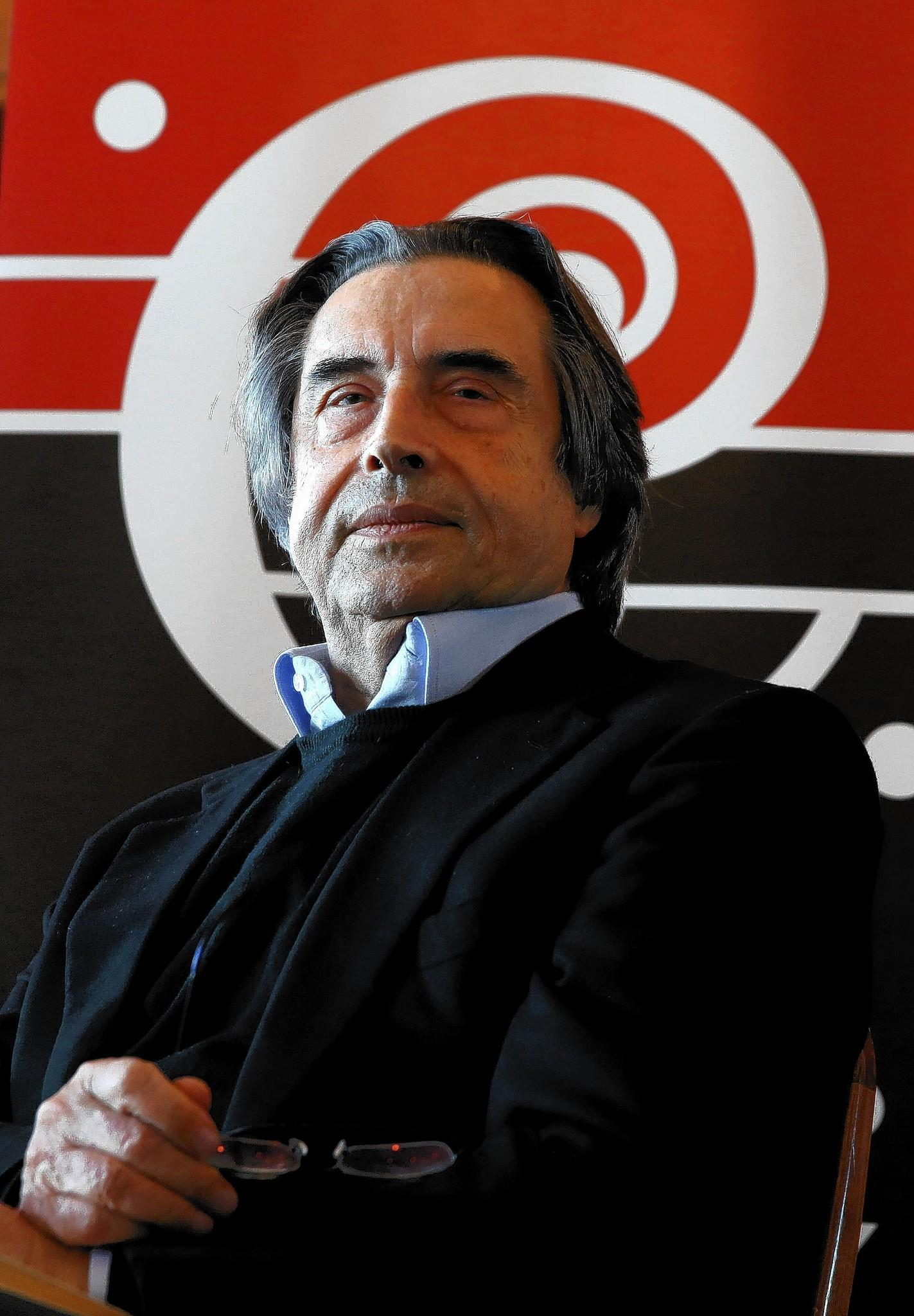 Chicago Symphony Orchestra music director Riccardo Muti makes the announcement of his extended contract during a news conference at the Symphony Center.
