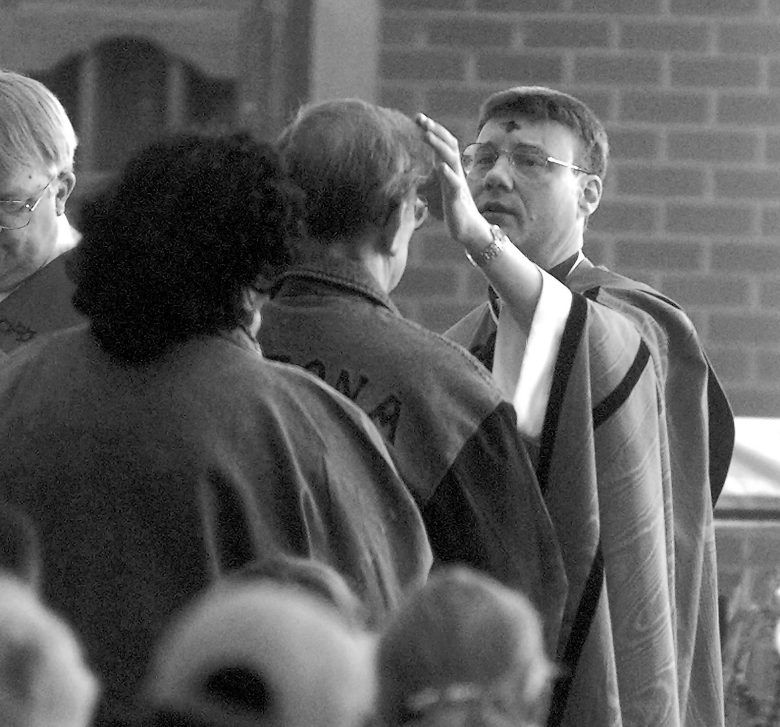 Joseph Wilk, the former pastor of St. Matthew Catholic Church in Schaumburg, in 1998.