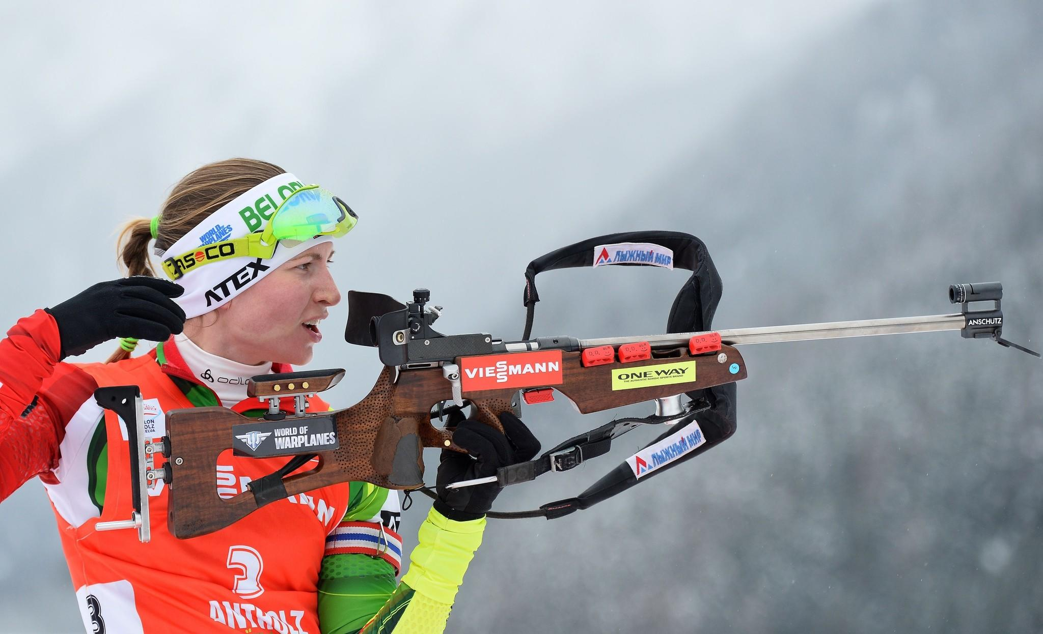 Belarus' Darya Domracheva competes in the women 10 km pursuit at the IBU Biathlon World Cup. (Alberto Pizzoli/Getty Photo)