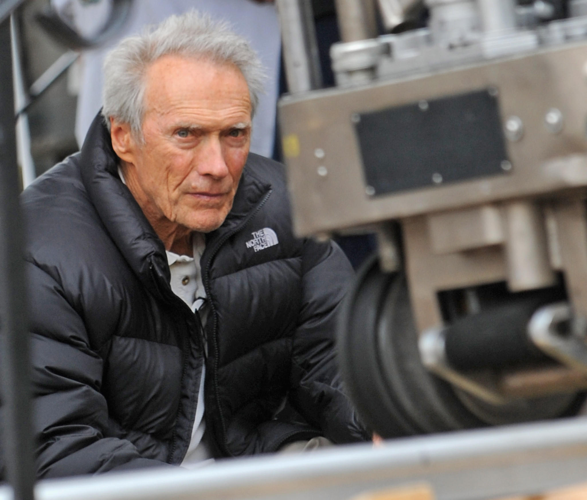 Clint%20Eastwood%20on%20the%20set%20of%20%22Jersey%20Boys.%22%20%28Bobby%20Bank%20/%20WireImage%20/%20Getty%20Images%29