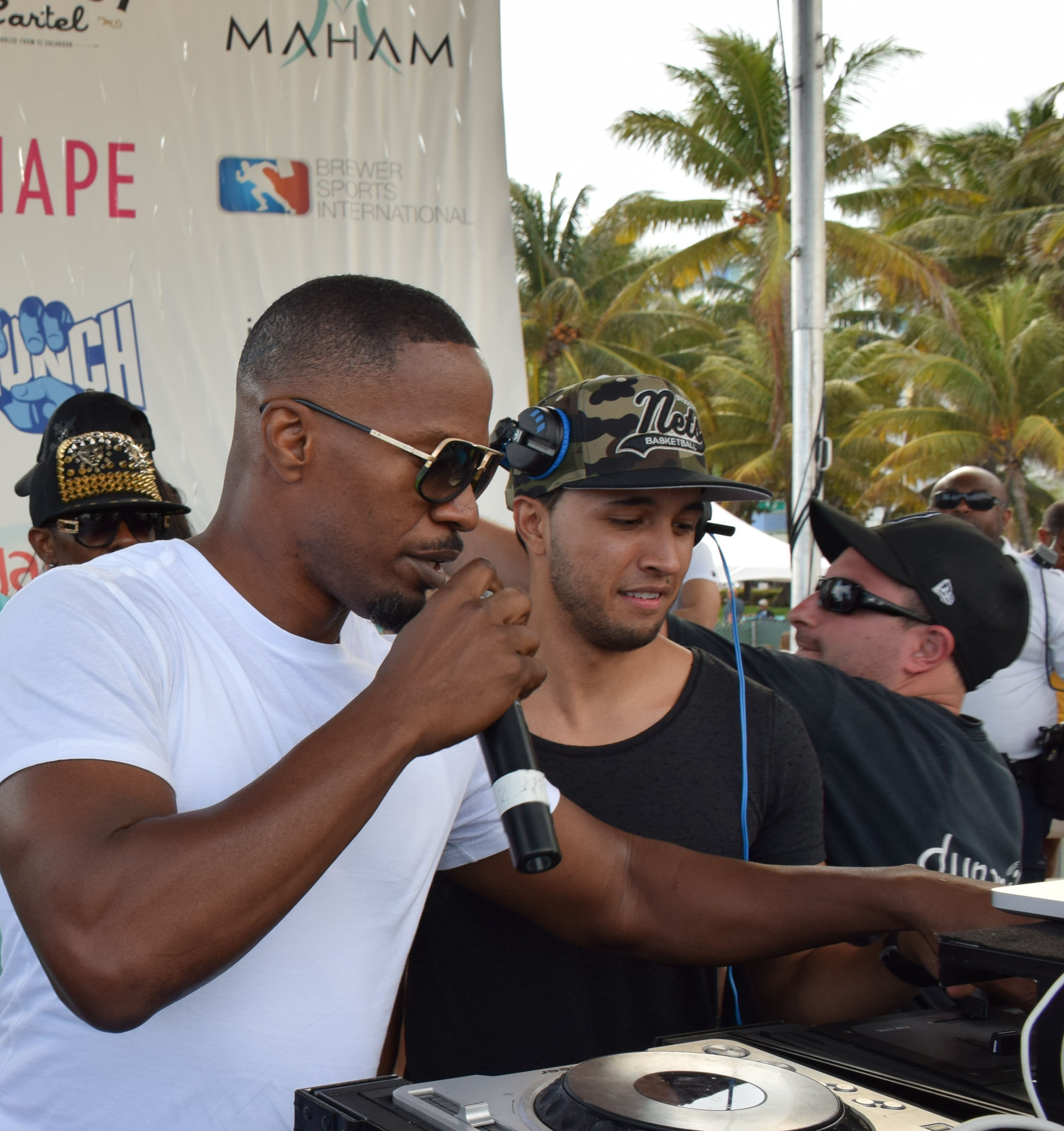 Wildfox Model Beach Volleyball Tournament - Jamie Foxx and DJ take the stage