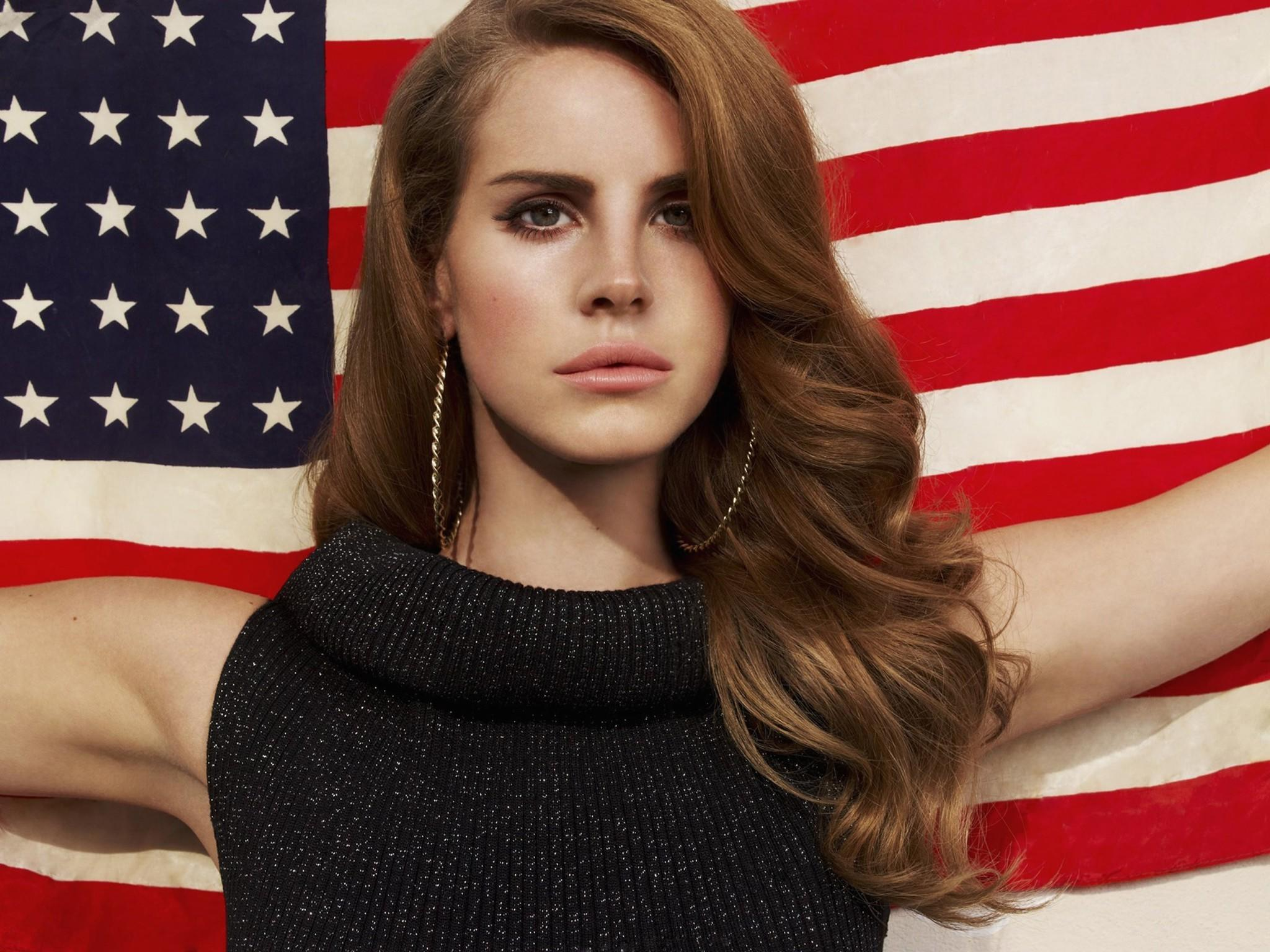 Singer Lana Del Rey will perform at the Sweetlife Music and Food Festival in May.
