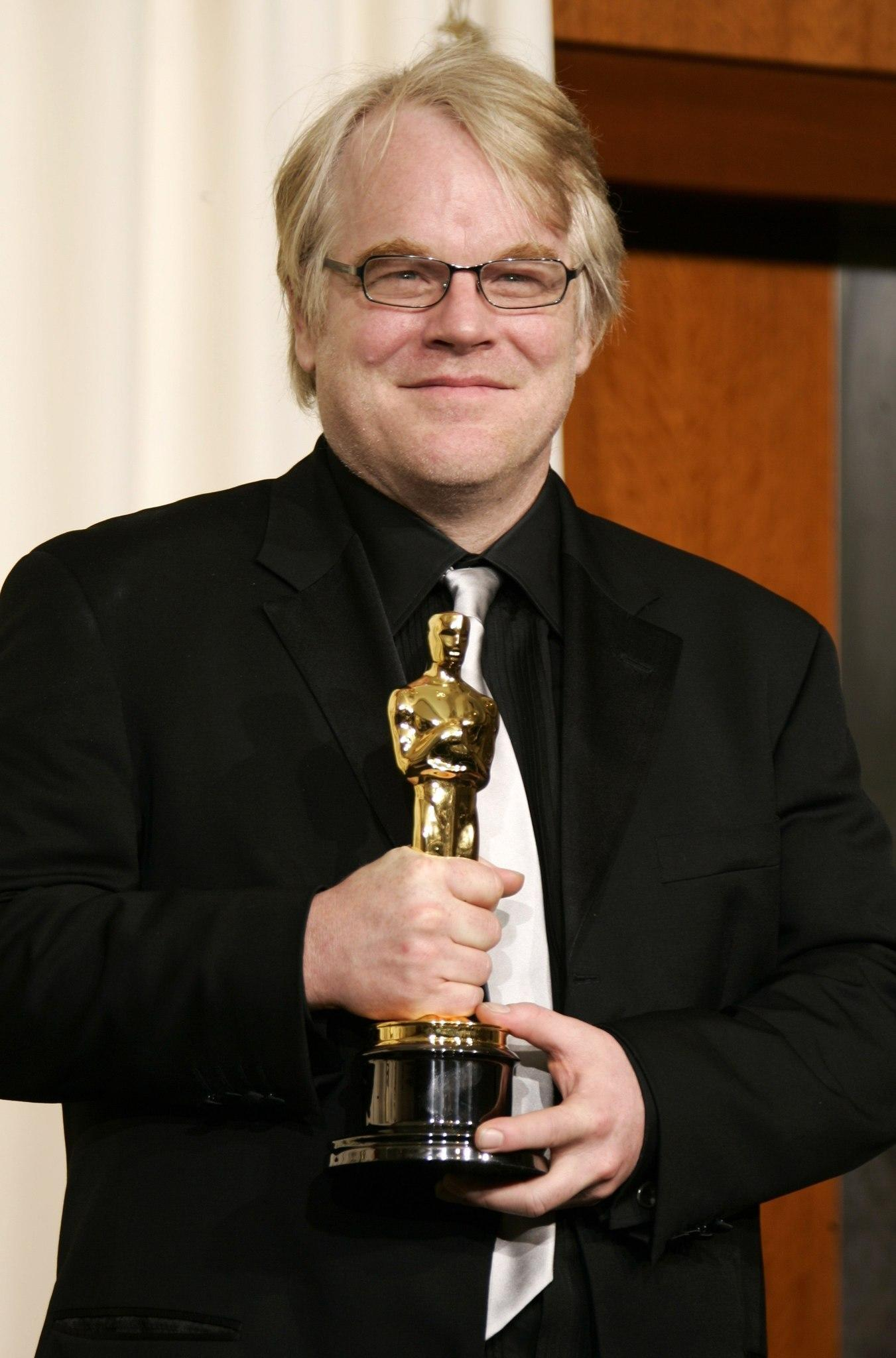 "Philip Seymour Hoffman poses with his Oscar for his work in ""Capote"" at the 78th annual Academy Awards."