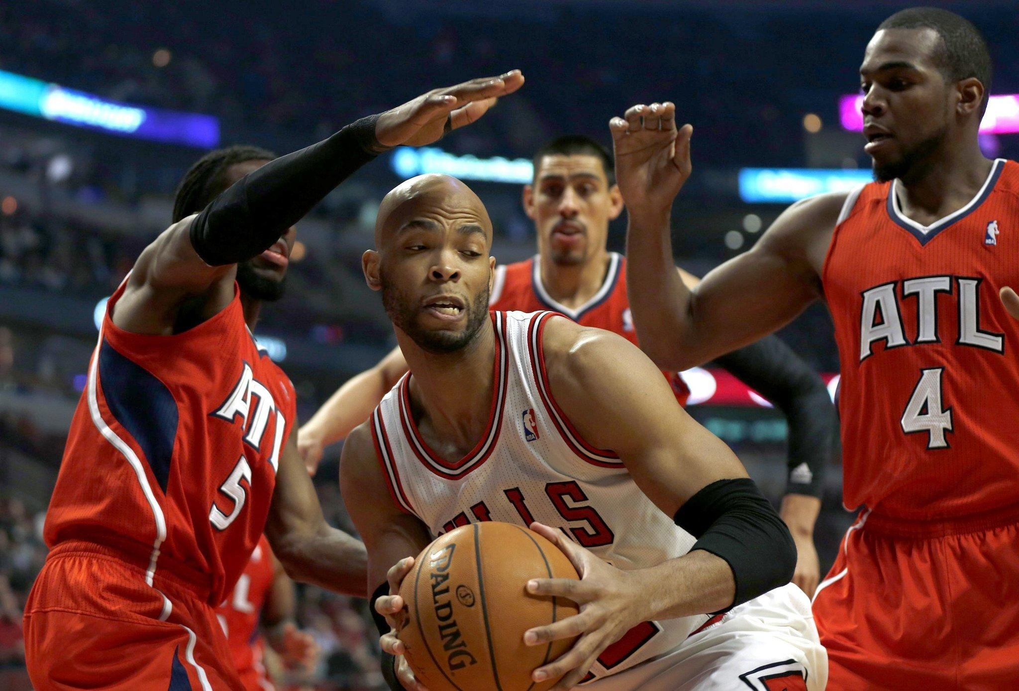 Chicago Bulls Taj Gibson battles against the Atlanta Hawks Tuesday.