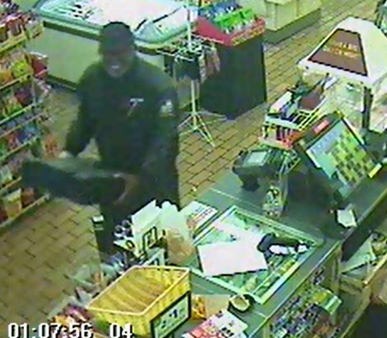 An armed robber falls flat during a 7-Eleven hold up in Pompano Beach but he gets away