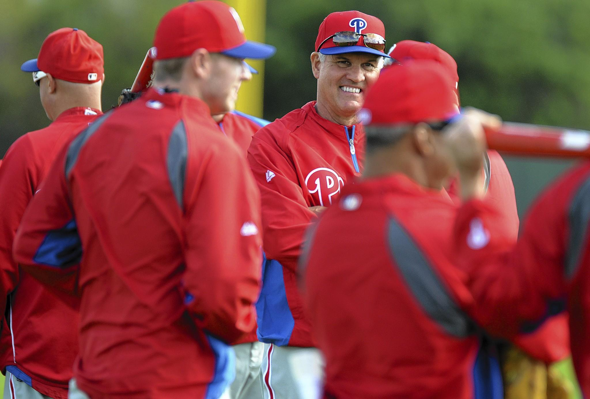 Phillies manager Ryne Sandberg talks with his players at the start of Thursday's workout at Bright House Networks Field in Clearwater, Fla.