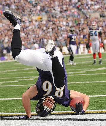 "<a class=""taxInlineTagLink"" id=""PESPT000008626"" title=""Todd Heap"" href=""/topic/sports/football/todd-heap-PESPT000008626.topic"">Todd Heap</a> falls over backwards after making his first touchdown catch of the game."
