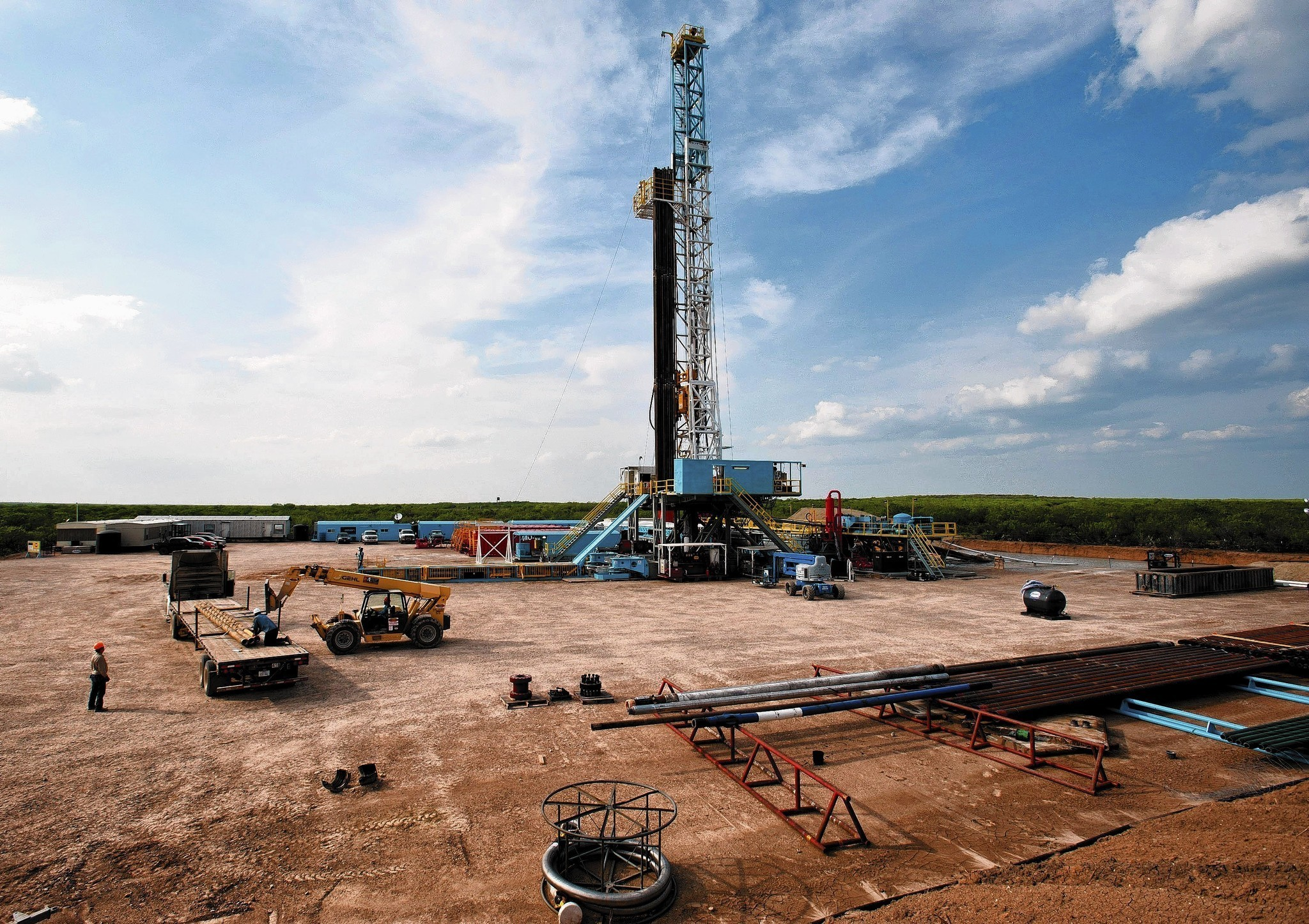 Fracking brings oil boom to south Texas town, for a price
