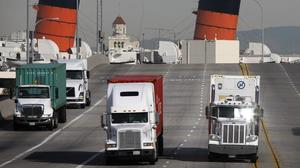 Obama to set deadline for new fuel efficiency rules for trucks