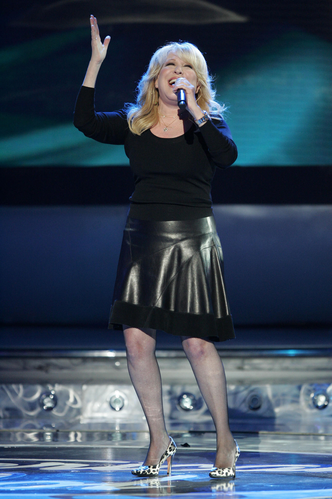 Bette Midler performs at the Kodak Theatre during the American Idol Season 6 Finale.