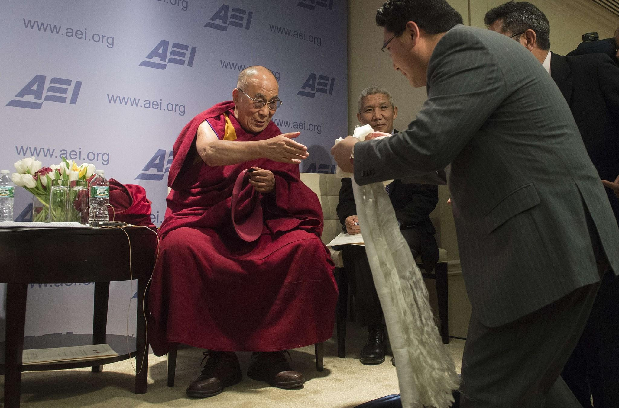 Obama To Meet With The Dalai Lama At White House Latimes