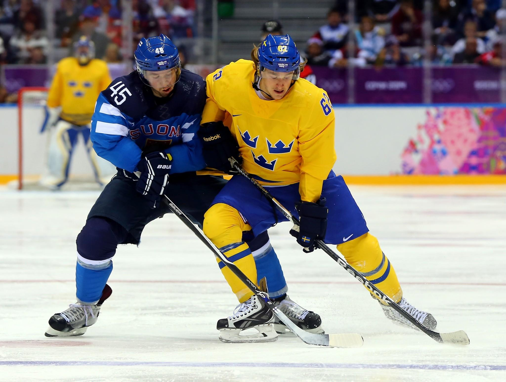 Sami Vatanen (left) of Finland and Carl Hagelin of Sweden battle for the puck Friday in Sochi.