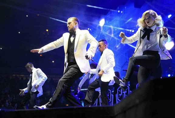 Justin Timberlake and backup dancers perform