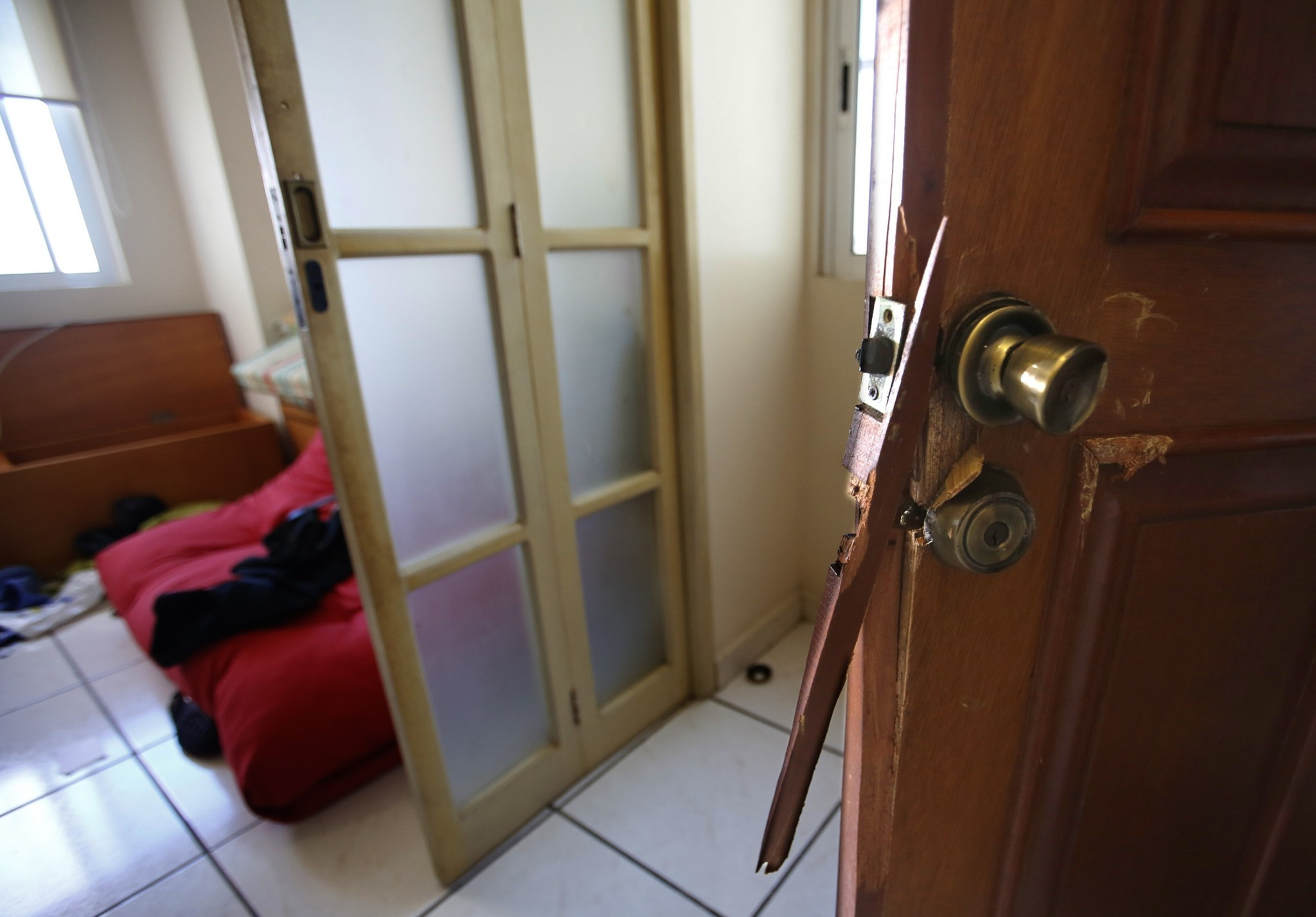 "Inside the condo where Joaquin ""El Chapo\"" Guzman was captured - Broken door"