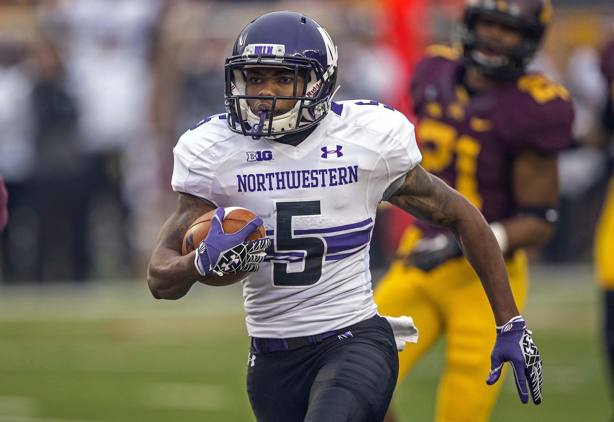 Northwestern running back Venric Mark scores on a 26-yard touchdown in the first quarter against Minnesota.