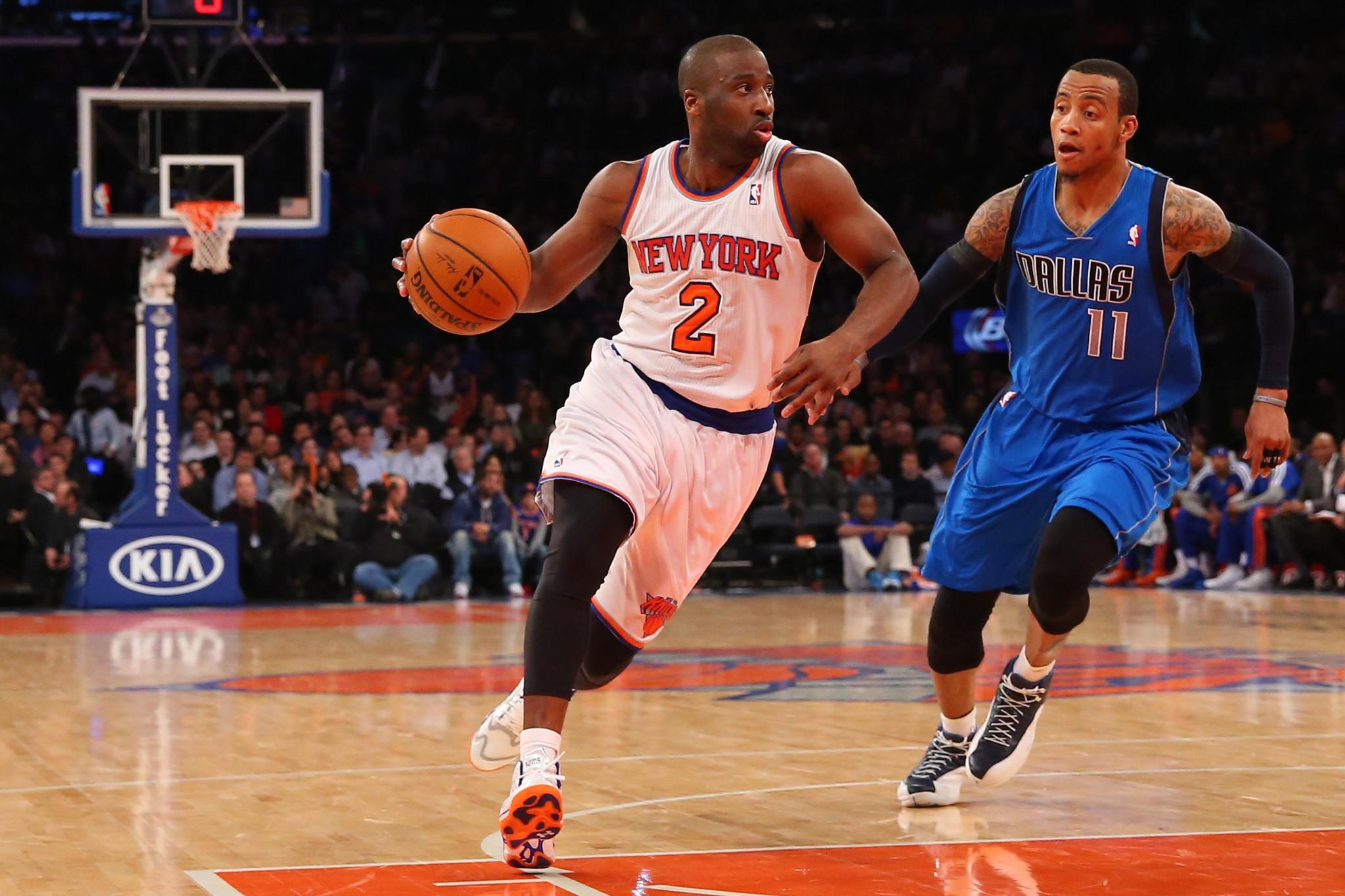 New York Knicks point guard Raymond Felton drives on Dallas Mavericks shooting guard Monta Ellis (11) during the third quarter at Madison Square Garden.