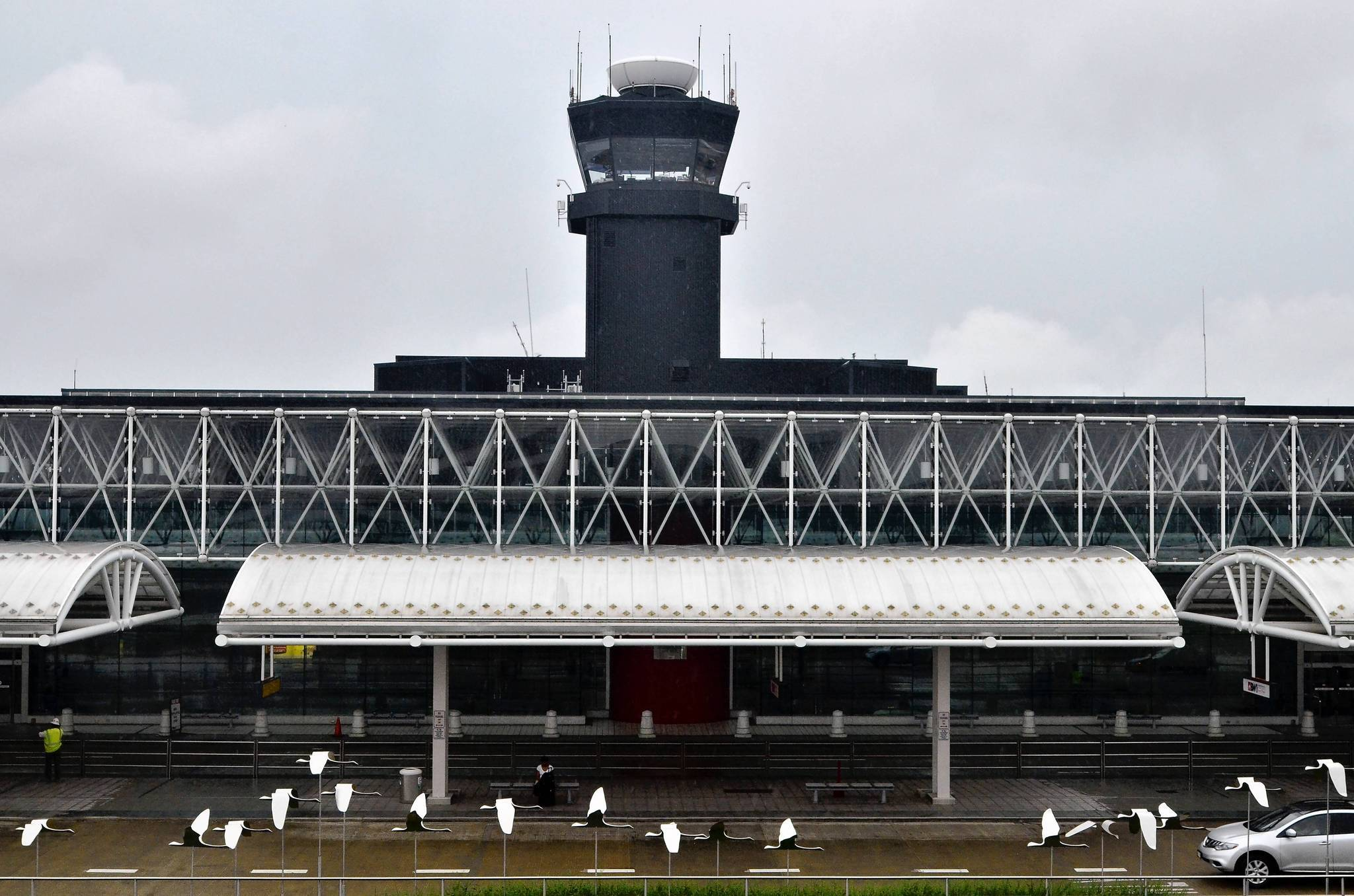 The current air traffic control tower at BWI would be razed or turned into office space when the new one opens.