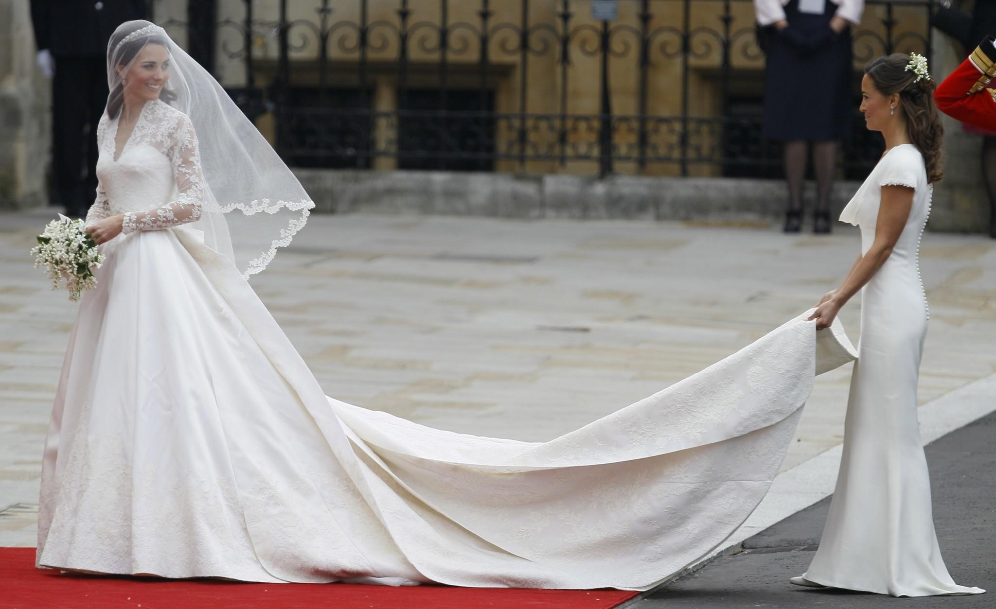Pippa middleton 39 s buoyant bum still a royal wedding for Kate middleton wedding pippa dress