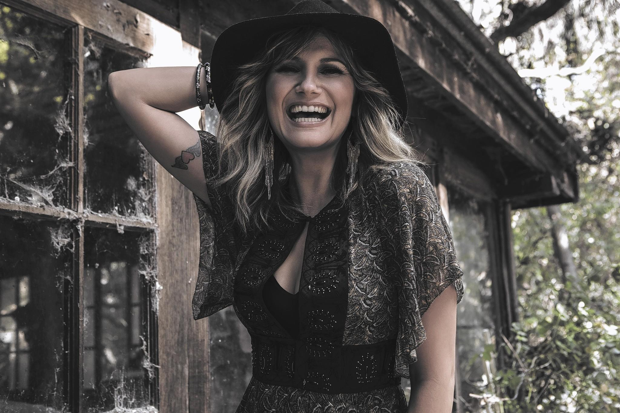 Jennifer Nettles will showcase songs from her solo debut album on Friday at Hard Rock Live in Orlando.