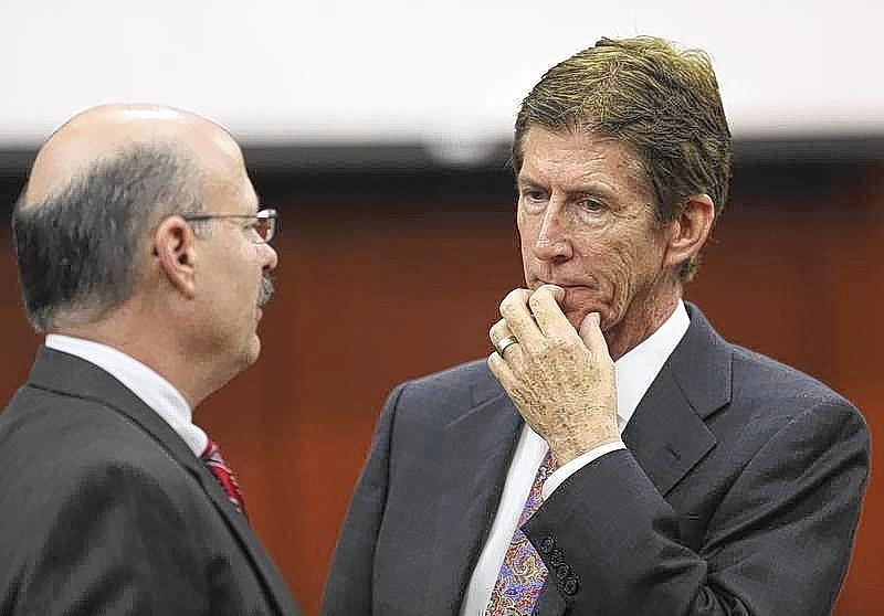 Defense counsel O'Mara talks to prosecutor de la Rionda during George Zimmerman's trial in Seminole circuit court in Sanford in 2013.