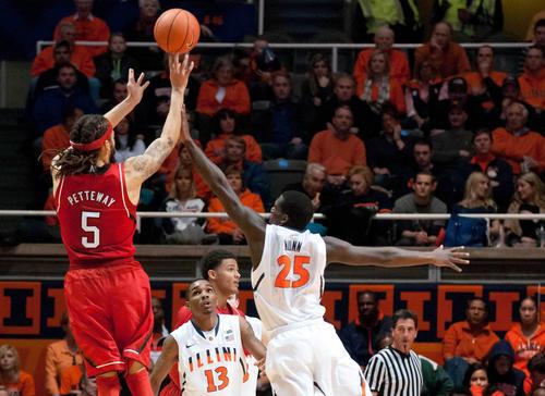 Nebraska's Terran Petteway shoots the ball over Kendrick Nunn during the first half.