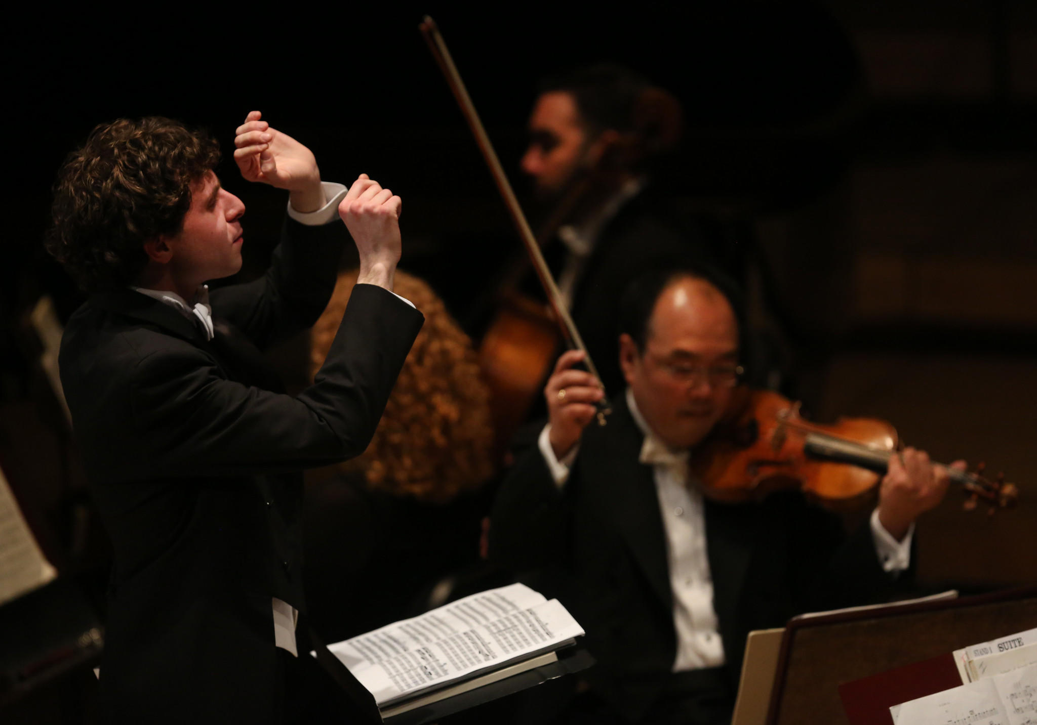 Conductor Matthew Aucoin leads the Chicago Symphony Orchestra.