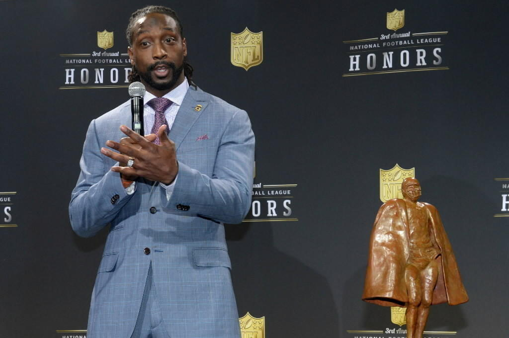 The Bears' Charles Tillman receives the Walter Payton NFL Man of the Year award at the 3rd NFL Honors at Radio City Music Hall Feb. 1, 2014.