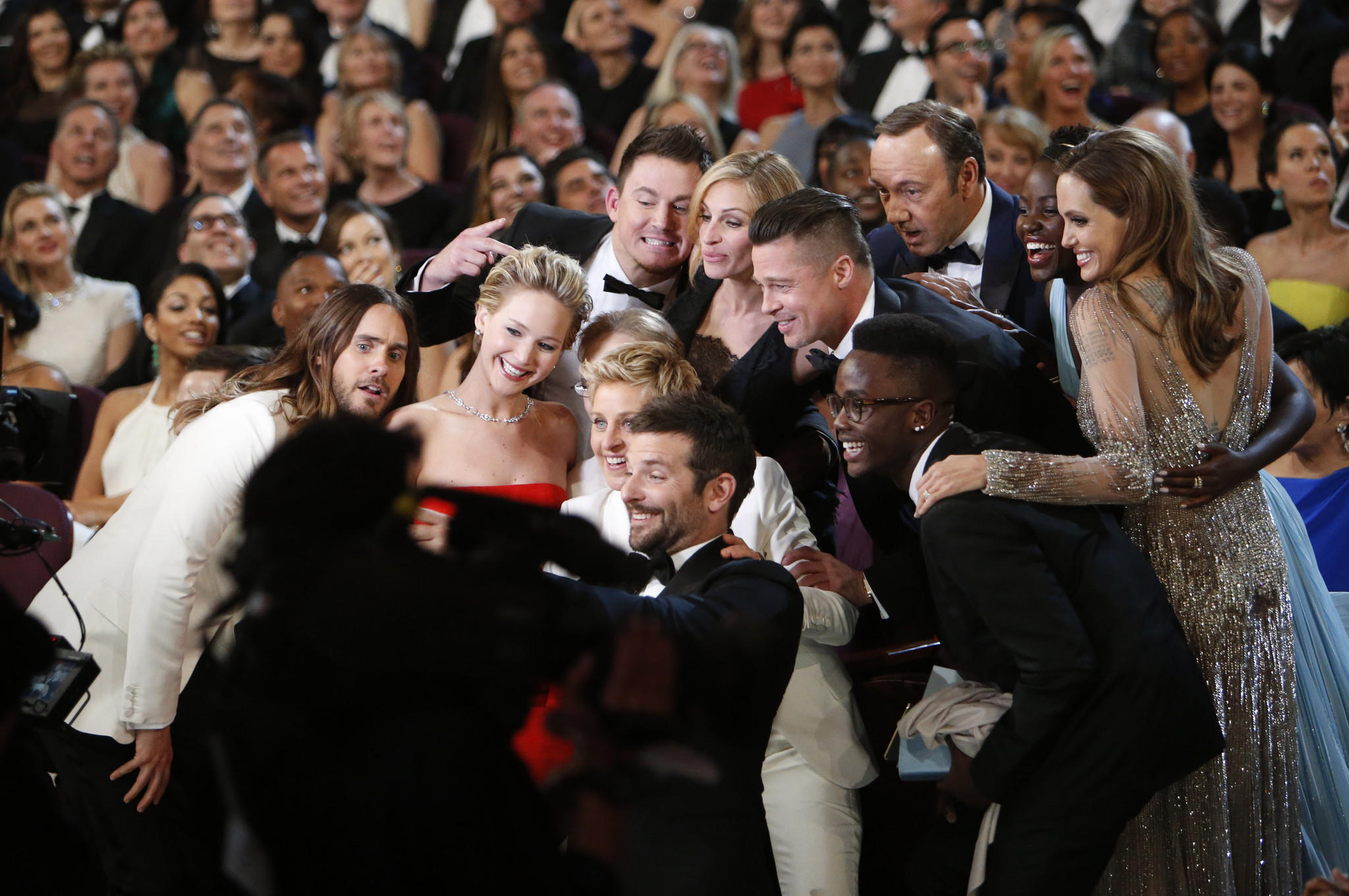 Ellen DeGeneres' selfie with friends at the Oscars took down Twitter.