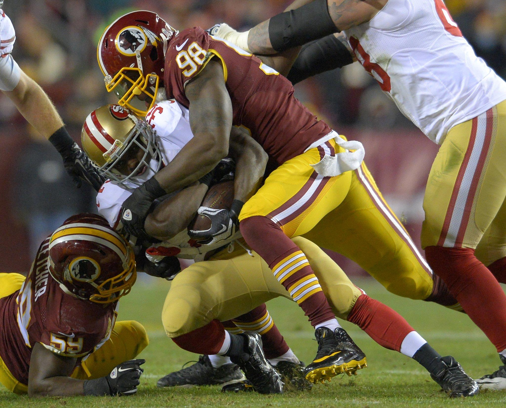 Washington Redskins outside linebacker Brian Orakpo (98) tackles San Francisco 49ers running back Kendall Hunter.