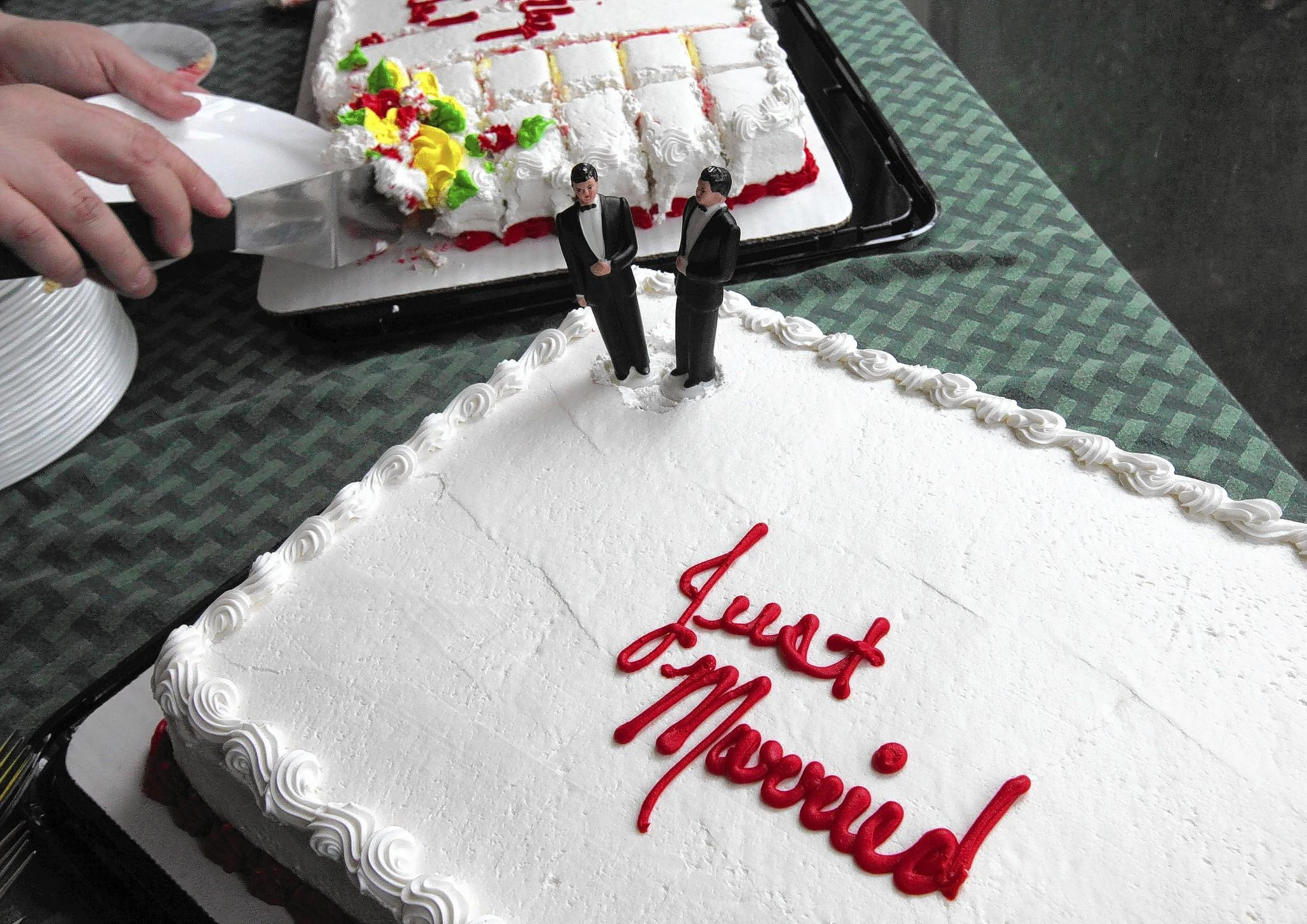 The two little grooms make this a gay wedding cake.