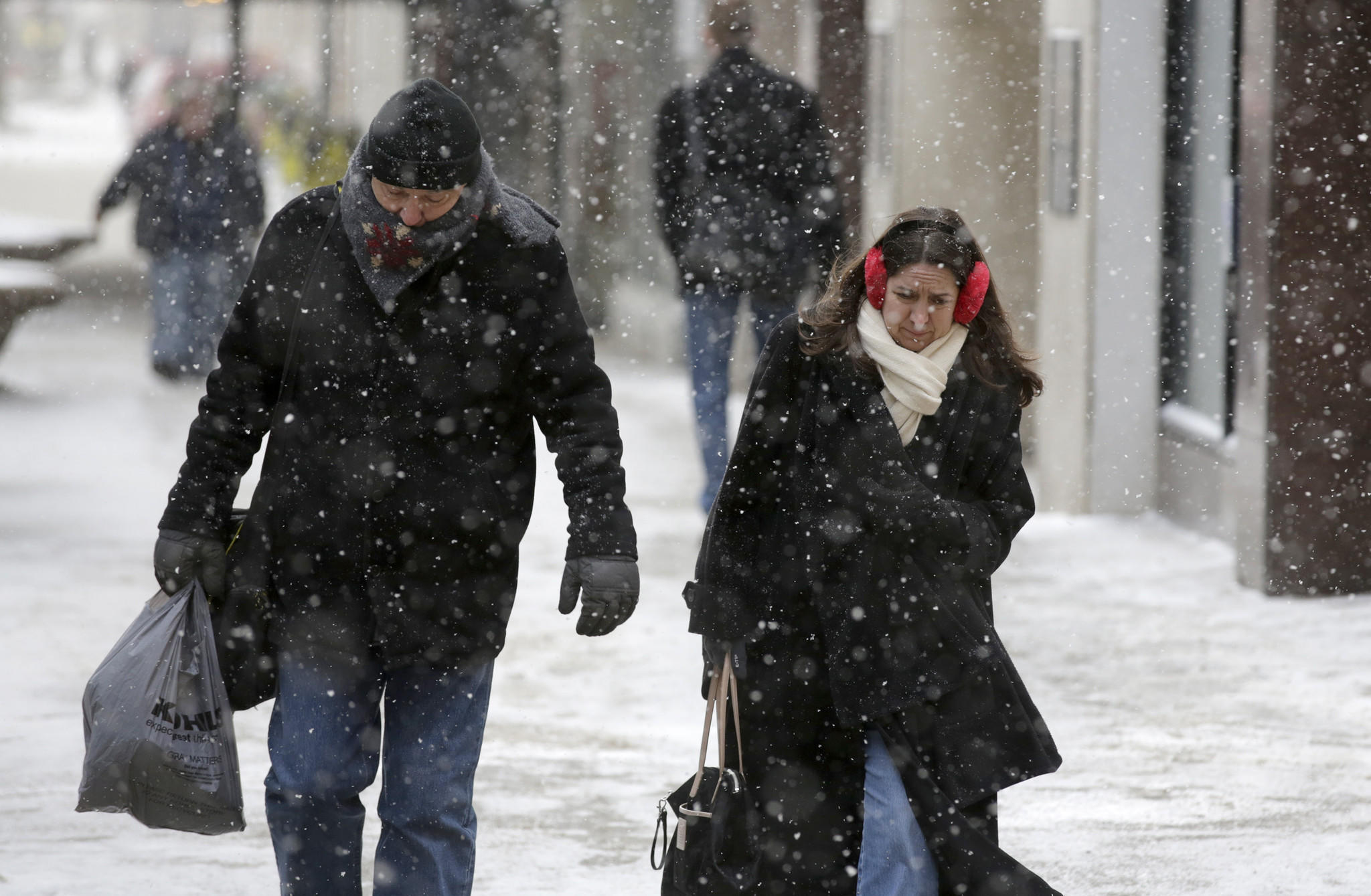 Commuters bundle up against the cold and snow on Michigan Avenue near Lake Street Monday, March 3, 2014.
