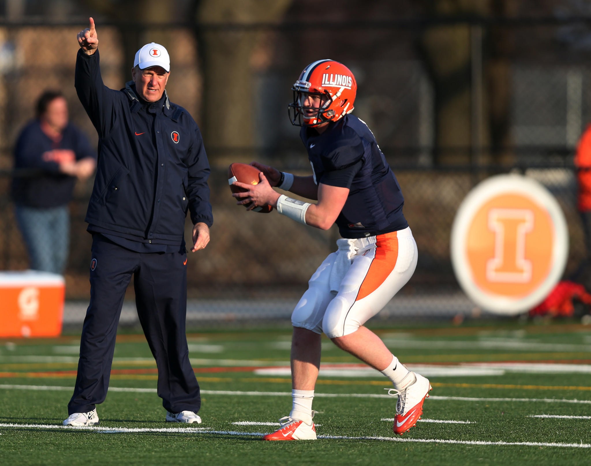 Illinois offensive coordinator Bill Cubit works with quarterback Reilly O'Toole during a team practice in 2013.