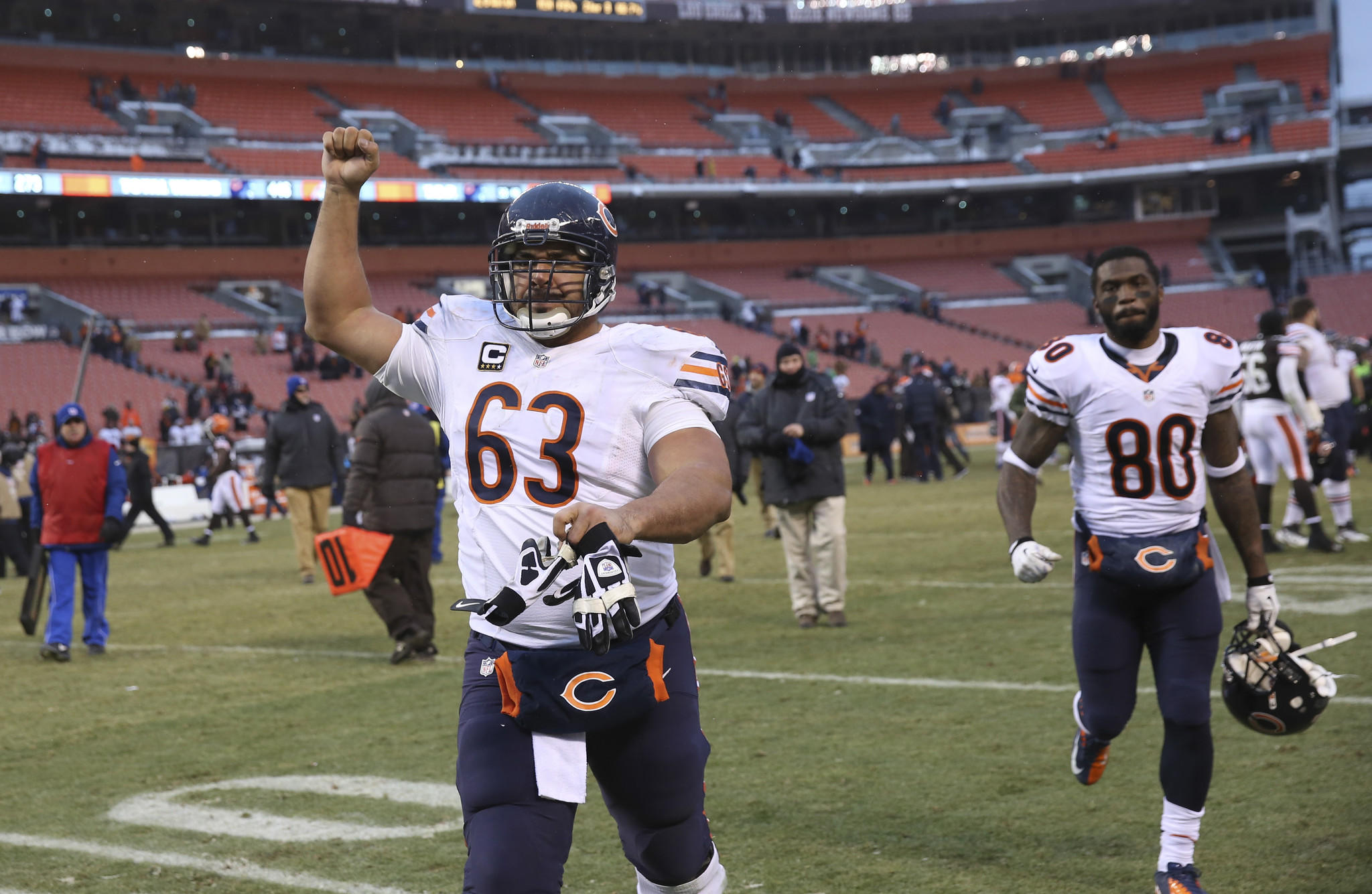 Chicago Bears center Roberto Garza leaves the field after a win over the Cleveland Browns, at FirstEnergy Stadium.