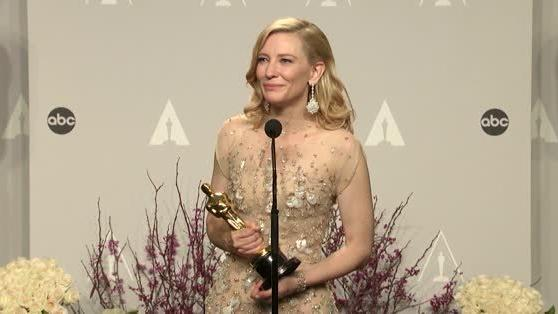 Cate Blanchett confesses that she Slept with her Oscar