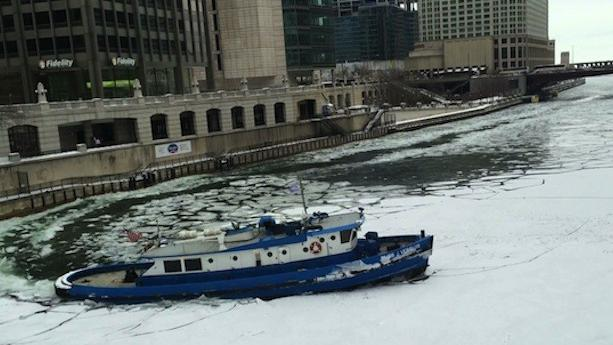 Video: Boat breaks through ice on Chicago River
