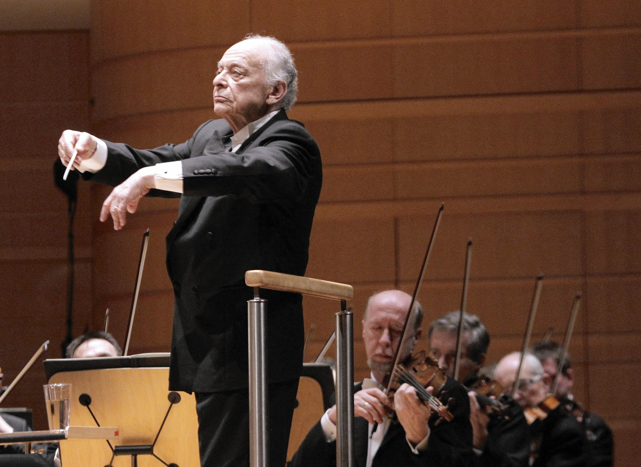 Lorin Maazel conducts the Vienna Philharmonic.
