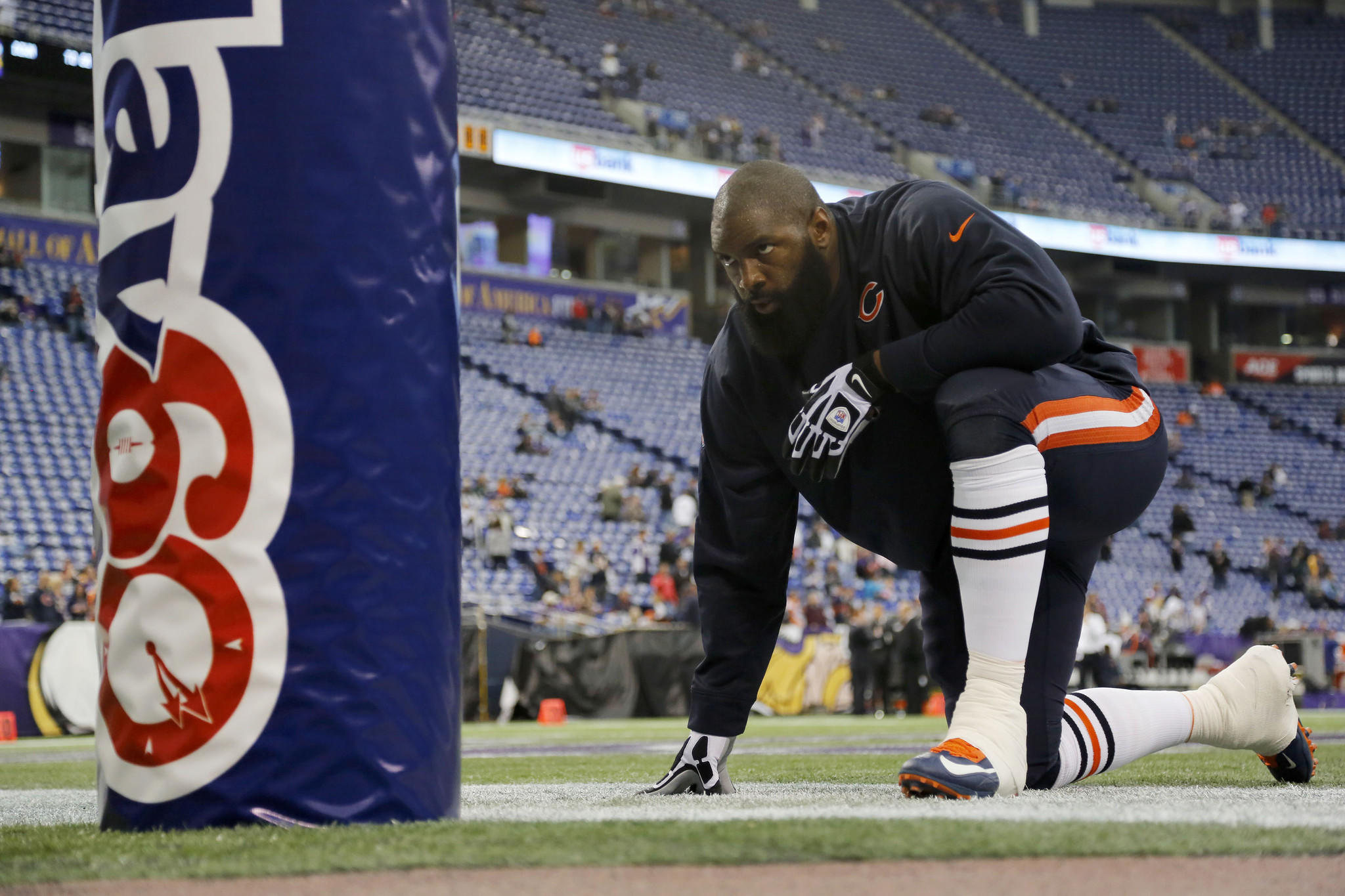 Jeremiah Ratliff during pregame warm-ups before facing the Vikings.