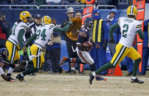 Devin Hester runs the opening kickoff back as the Packers' Jarrett Bush and Davon House pursue him.