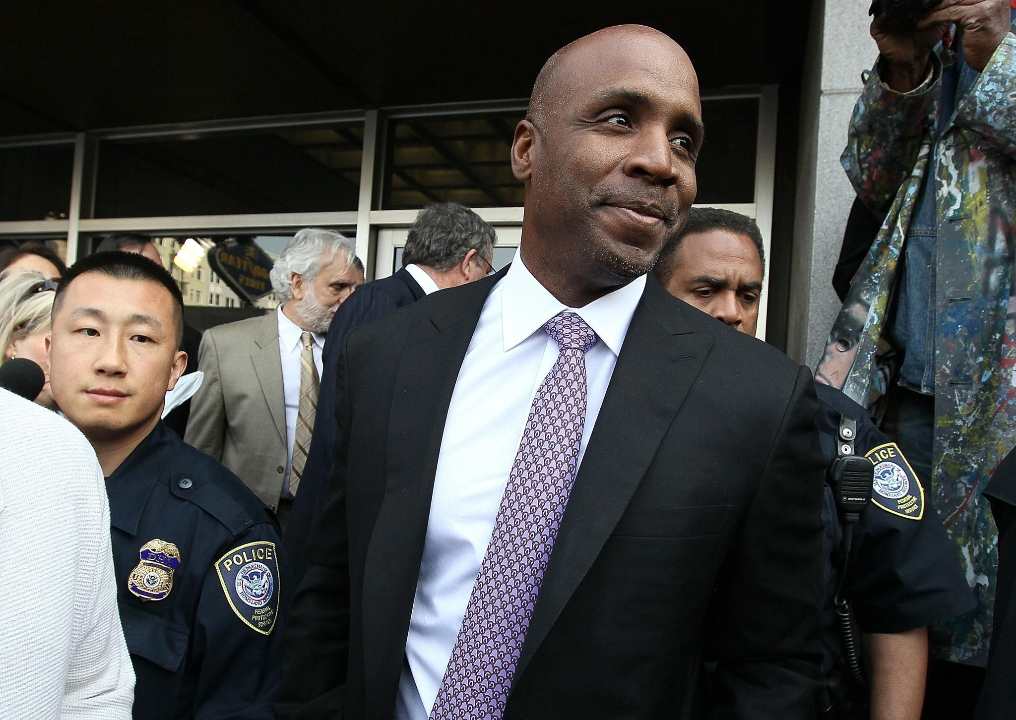 Former Major League Baseball player Barry Bonds smiles as he leaves federal court in 2011.