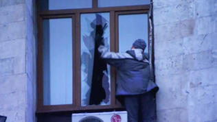 Raw: Protestors Storm Ukraine Gov't Building
