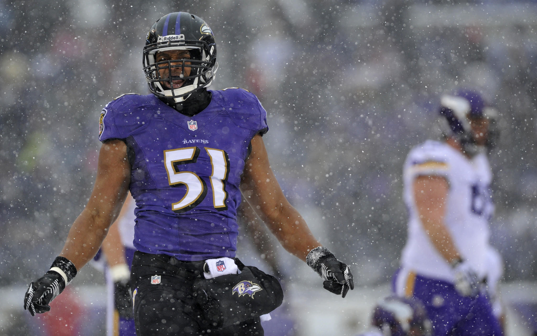 Age: 31 Key 2013 stat: 123 tackles Chances he's back: High,br> Skinny: The Ravens signed the veteran late last offseason and he was arguably their most productive free agent acquisition. Smith led the Ravens in tackles, was third in sacks and tied for second in interceptions. Not surprisingly, the Ravens made re-signing him a priority but they've been unable to do it to this point. Smith's age may scare some teams away but he showed more than enough last year to still have a pretty solid market.