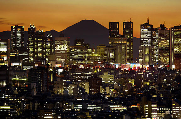 Singapore Air is offering an $870 round-trip fare from LAX to Tokyo.