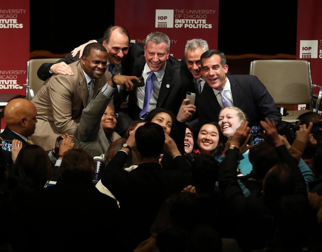 Atlanta Mayor Kasim Reed, moderator David Axelrod, New York Mayor Bill de Blasio, Chicago Mayor Rahm Emanuel and Los Angeles Mayor Eric Garcetti pose with attendees after a University of Chicago forum.