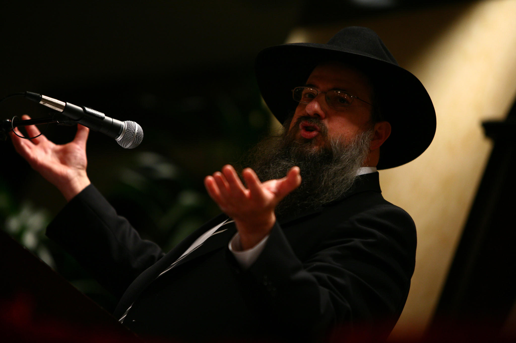 Rabbi Daniel Moscowitz, regional director of Lubavitch Chbad of Illinois, speaks during a memorial service for victims of Mumbai violence by the Chicago Jewish Community at the Holiday Inn North Shore in Skokie on Dece. 3, 2008.