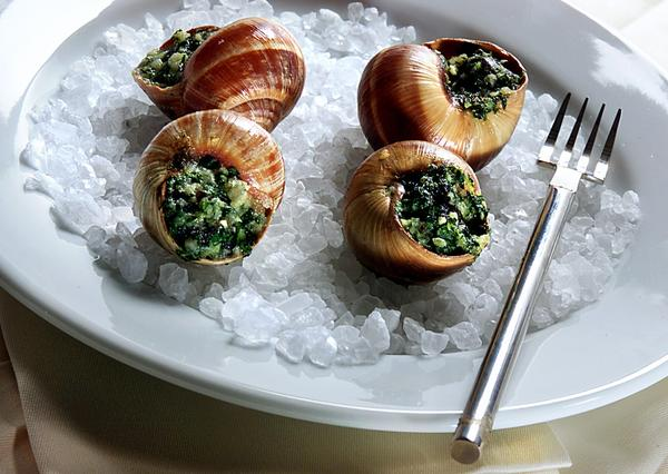 An invasive species of worms could threaten France's supply of escargot.