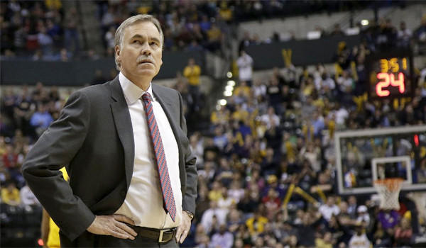 Mike D'Antoni presided over the Lakers' worst loss in franchise history, but it might not be the best move to fire the coach, yet.