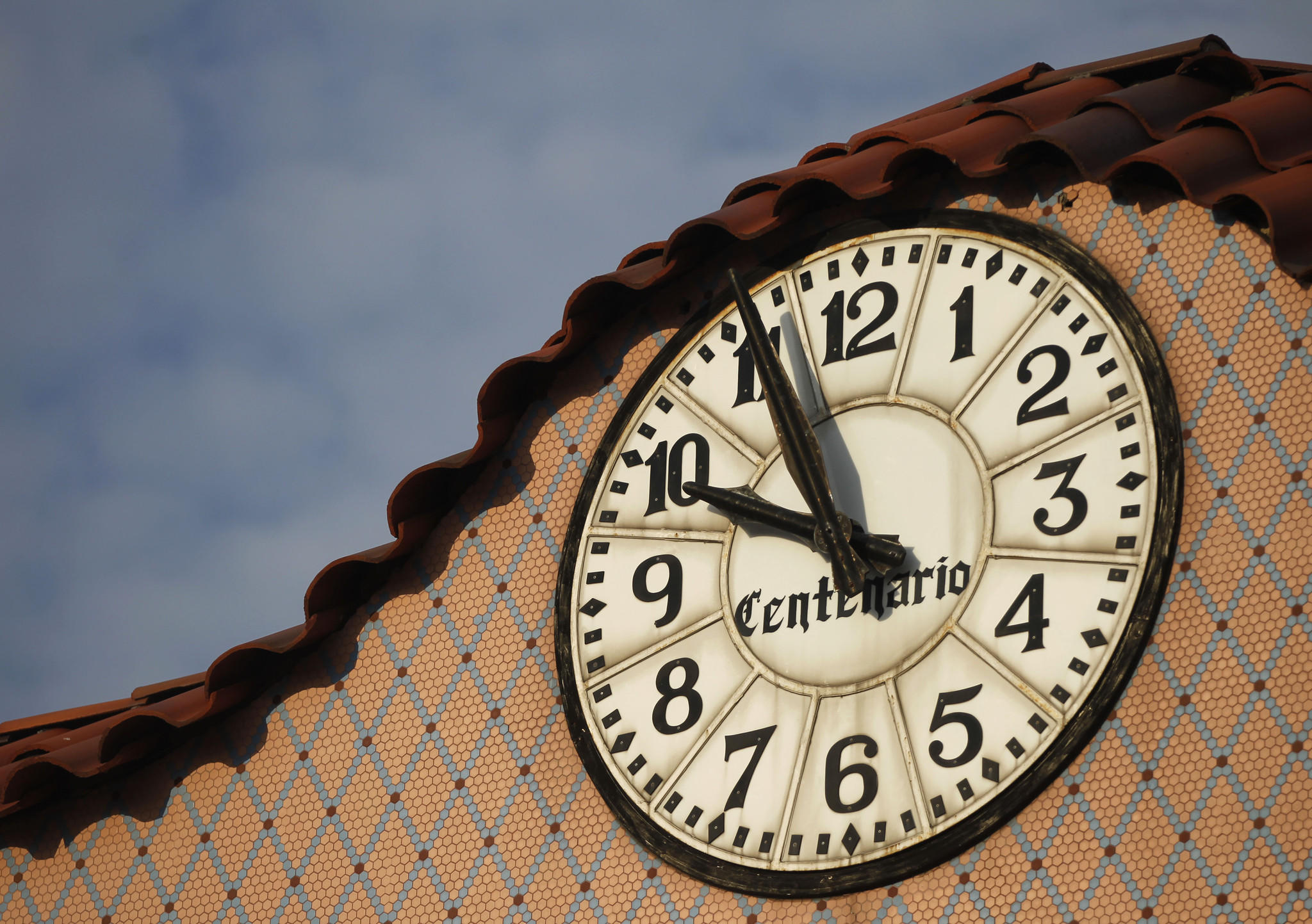 The Centenario clock and arch in Little Village.
