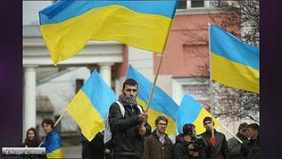 Video: Pro-Ukrainian demonstrators show their support