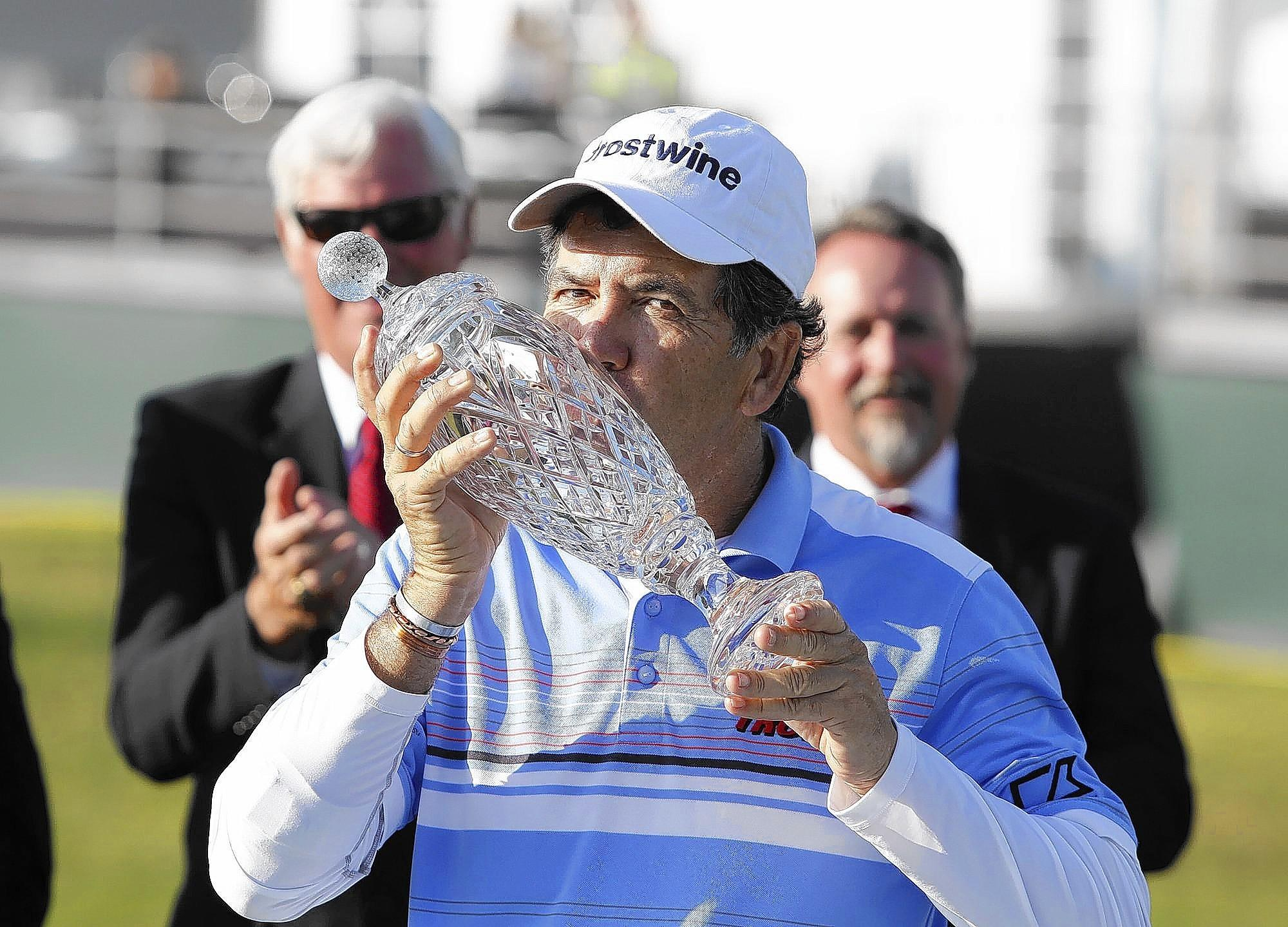 David Frost kisses the trophy after winning the 2013 Toshiba Classic at Newport Beach Country Club.